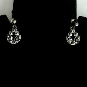 💠 Vintage MONET Dainty Silver Marcasite Earrings EUC